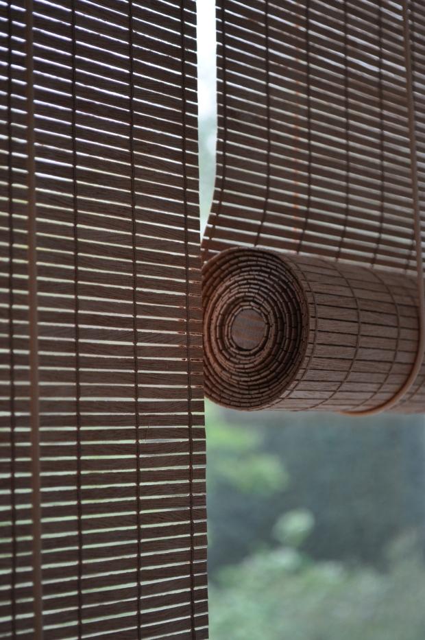rolgordijn uit geweven hout