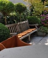 De zitkussens doen het niet enkel goed in de Sundance maar zijn ook een fijn extraatje op de tuinbank.