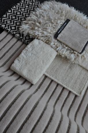 poederroze tapijten van o.a. Bomat, Bruder en Van Ghent