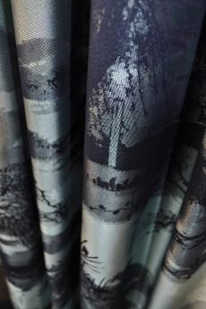 à contre-jour: een stof van Dedar geweven uit zijde en katoen